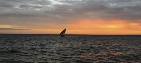 sailing-at-sunset