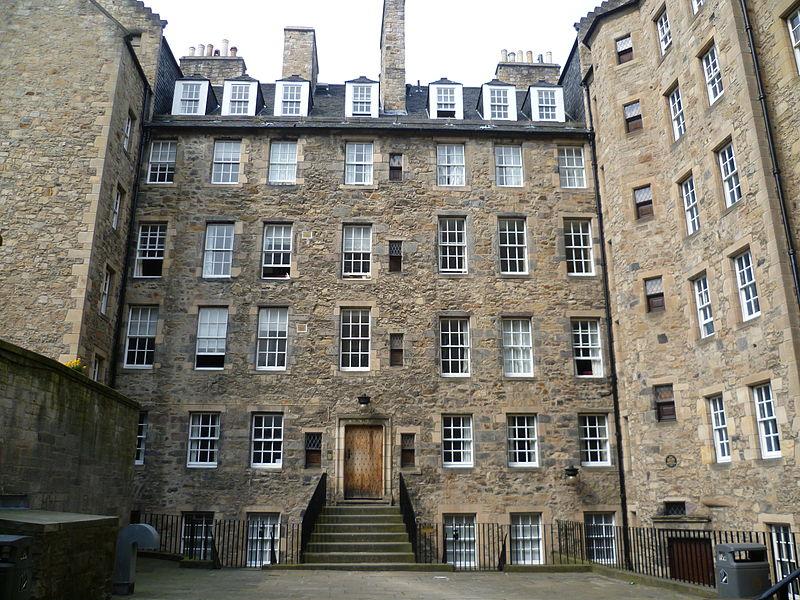 800px-Milne's_Court,_Lawnmarket_Edinburgh_wiki commons
