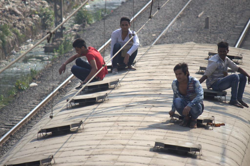 railway_crowds9_rs
